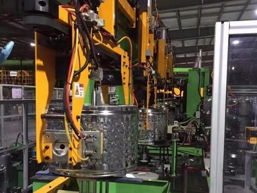 焊本智能点焊生产线在滚筒式洗衣机的生产现场