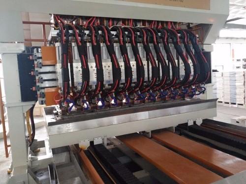桑乐太阳能安装调试名威十二头连续缝焊机生产线