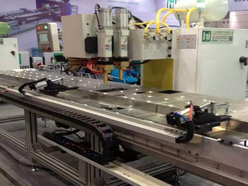 三菱电梯厂在焊本采购加强筋龙门焊机