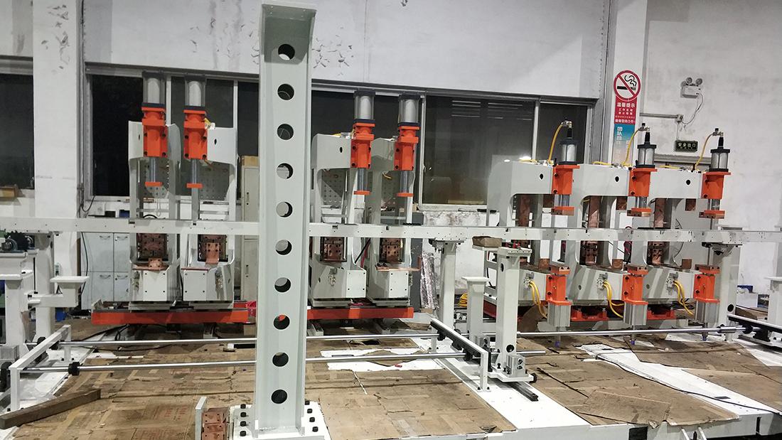 非标焊机生产现场1