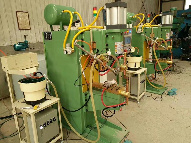 螺母输送机搭载点焊机
