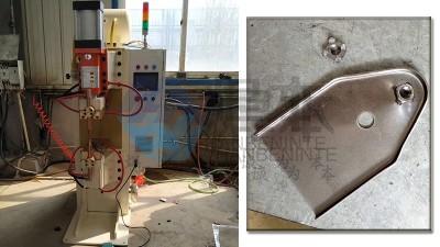 焊本为潍坊某汽车配件公司调试中频点焊机