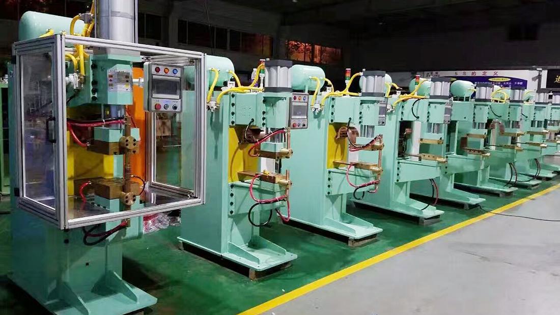中频逆变式点焊机生产现场