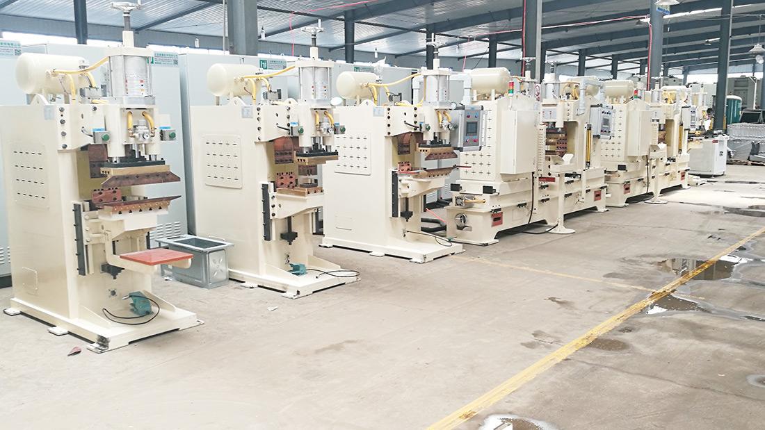 海尔定制焊接设备生产现场